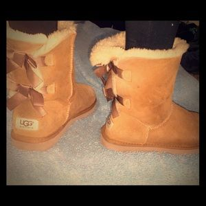Women's UGG Australia with bow back SZ-7women